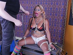 Kinky Latin chick Desiree Lopez sucks dude's trotters and gets her mouth fucked