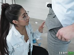 Horny gay blade fucks nerdy stepsister Binky Beaz and cums insusceptible to her glasses and braces
