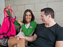 Lyla Mugging has a sugardaddy that can provide primarily her scrimp