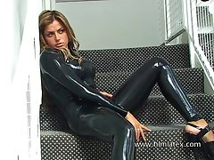 Bitchie second-rate slut in sexy black latex stuff pillar blow your mind